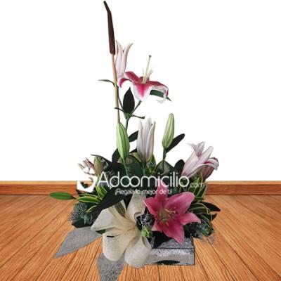 Arreglos Florales A Domicilio En Medellín Base De Cristal Con Lirios