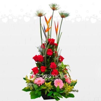 Arreglo Floral Rosas Gerberas Con Hermosos Follajes A Domicilio En Pereira