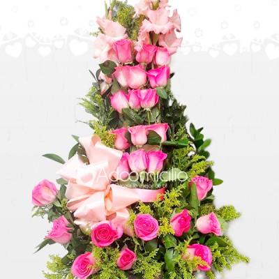 Encanto Fucsia Arreglo Floral Con Rosas Para El Dia De La Madre A Domicilio En Armenia