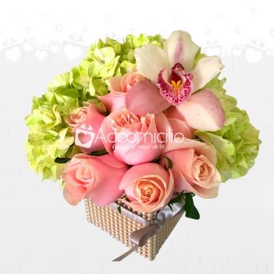 Arreglos Florales A Domicilio En Barranquilla Caja De Rosas Orquídeas Y Hortensias