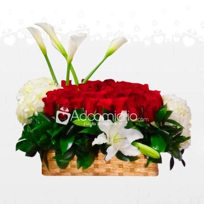 Fantástico Amor Caja De Rosas X 36 Y Lirios Arreglo Floral A Domicilio En Barranquilla